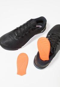 Nike Performance - METCON 5 - Sports shoes - black/white/wolf grey - 5