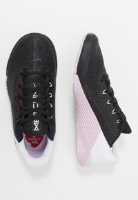Nike Performance - METCON 5 - Sports shoes - black/noble red/pistachio frost/white/iced lilac - 1