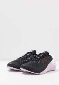 Nike Performance - METCON 5 - Sports shoes - black/noble red/pistachio frost/white/iced lilac - 2