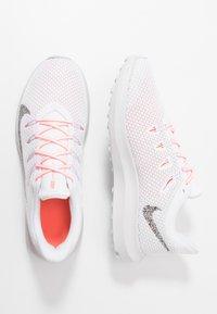Nike Performance - QUEST 2 - Zapatillas de running neutras - white/vast grey/lava glow - 1