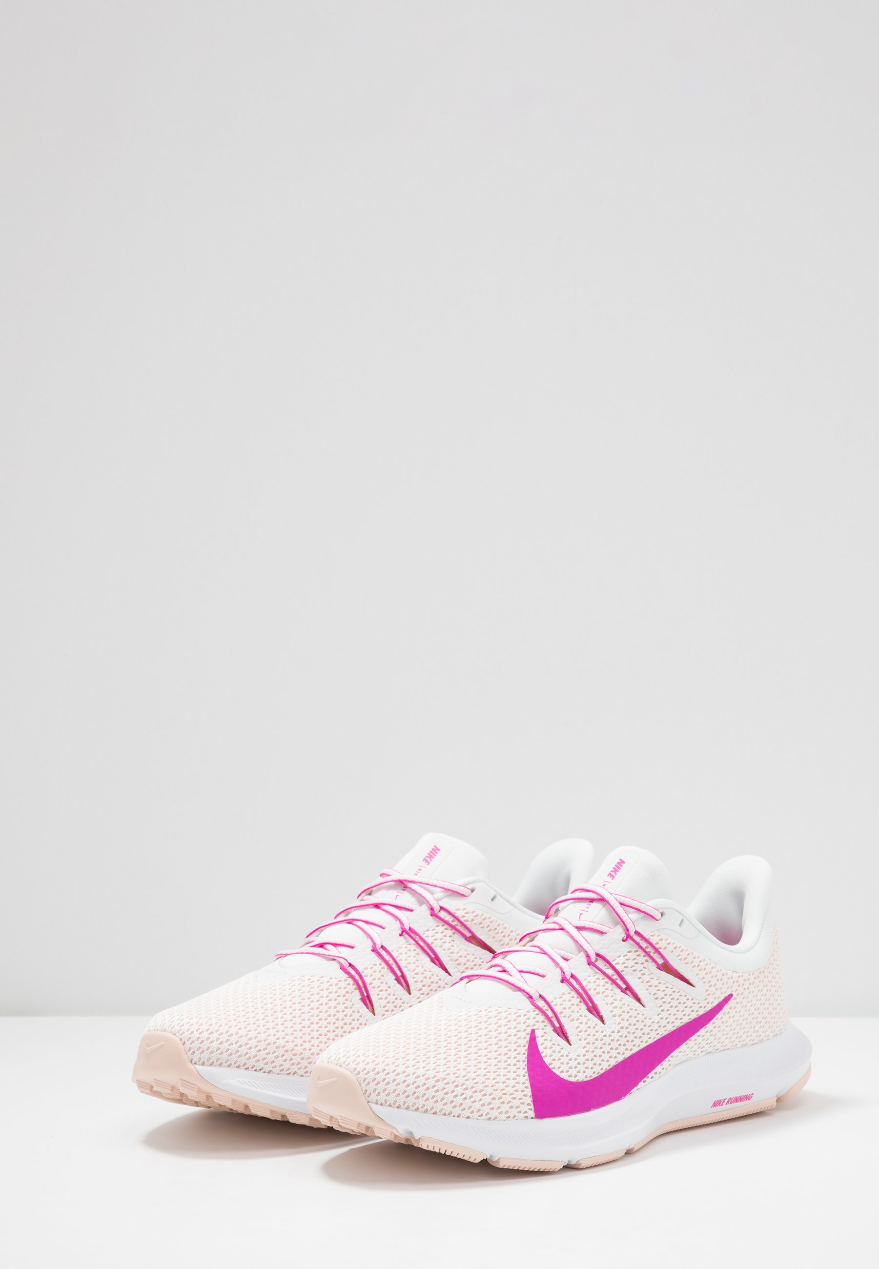 QUEST 2 Chaussures de running neutres summit whitefire pinkwashed coral