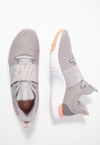 Nike Performance - RENEW IN-SEASON TR 9 - Sportovní boty - atmosphere grey/echo pink/pink quartz/white - 1