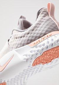 Nike Performance - RENEW IN-SEASON TR 9 - Sportovní boty - atmosphere grey/echo pink/pink quartz/white - 5