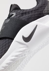 Nike Performance - RENEW IN-SEASON TR 9 - Sports shoes - black/anthracite/white - 5