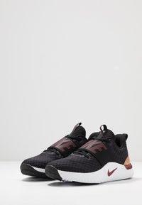 Nike Performance - RENEW IN-SEASON TR 9 - Obuwie treningowe - black/team red/metallic copper/white - 2