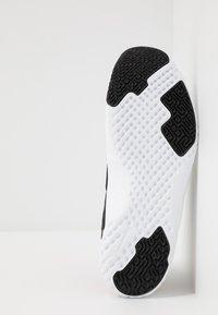 Nike Performance - RENEW IN-SEASON TR 9 - Obuwie treningowe - black/team red/metallic copper/white - 4