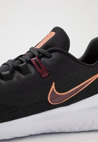 Nike Performance - RENEW RIVAL 2 - Zapatillas de running neutras - black/night maroon/metallic copper - 5