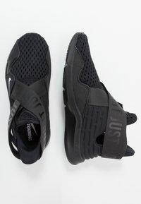 Nike Performance - ZOOM ELEVATE 2 - Treningssko - black/white - 1