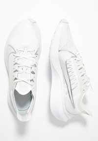 Nike Performance - ZOOM GRAVITY - Neutral running shoes - platinum tint/metallic silver/white/pure platinum - 1