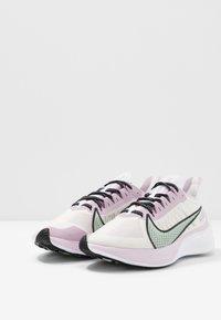 Nike Performance - ZOOM GRAVITY - Juoksukenkä/neutraalit - white/pistachio frost/iced lilac/black - 2