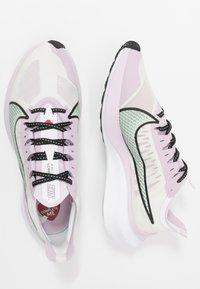Nike Performance - ZOOM GRAVITY - Zapatillas de running neutras - white/pistachio frost/iced lilac/black - 1
