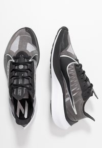 Nike Performance - ZOOM GRAVITY - Neutral running shoes - black/metallic silver/wolf grey/white - 1