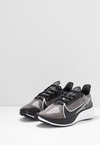 Nike Performance - ZOOM GRAVITY - Neutral running shoes - black/metallic silver/wolf grey/white - 2