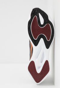 Nike Performance - ZOOM GRAVITY - Zapatillas de running neutras - black/metallic copper/burgundy ash - 4