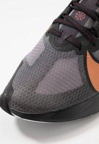 Nike Performance - ZOOM GRAVITY - Zapatillas de running neutras - black/metallic copper/burgundy ash - 5