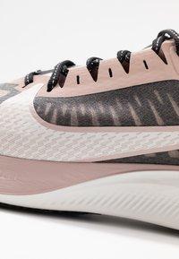 Nike Performance - ZOOM GRAVITY - Neutral running shoes - black/platinum tint/stone mauve/metallicred bronze/smokey mauve - 5
