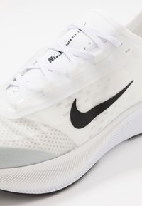 Nike Performance - ZOOM FLY 3 - Obuwie do biegania treningowe - white/black/atmosphere grey - 6