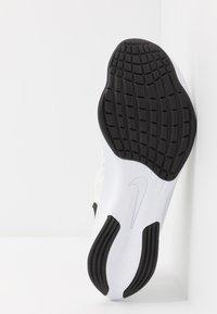 Nike Performance - ZOOM FLY 3 - Obuwie do biegania treningowe - white/black/atmosphere grey - 4