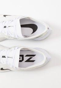 Nike Performance - ZOOM FLY 3 - Obuwie do biegania treningowe - white/black/atmosphere grey - 5
