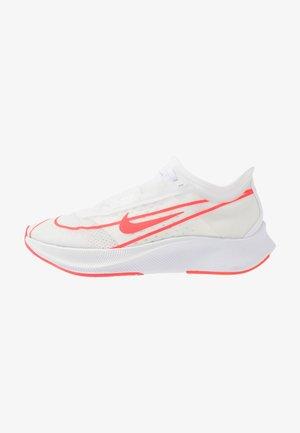 ZOOM FLY 3 - Zapatillas de running neutras - white/laser crimson/metallic summit white