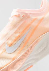 Nike Performance - ZOOM FLY 3 - Scarpe running neutre - crimson tint/white/orange pulse/sail - 5