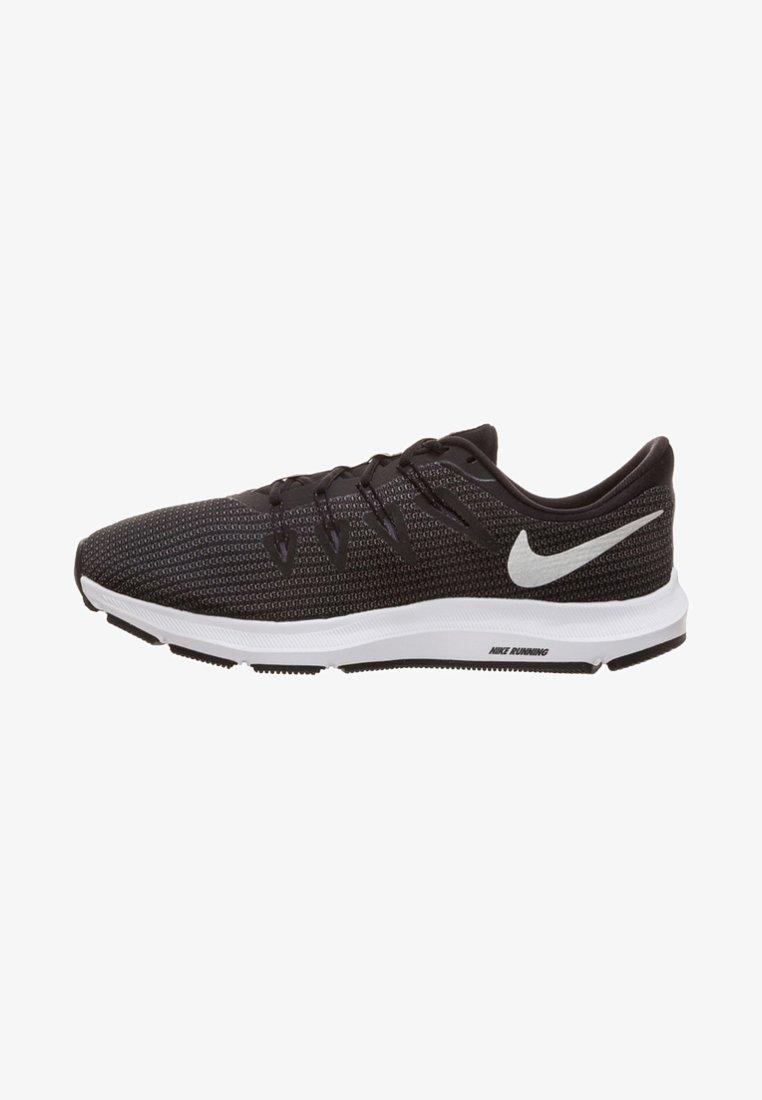 Nike Performance - QUEST - Laufschuh Neutral - black/metallic silver/dark grey