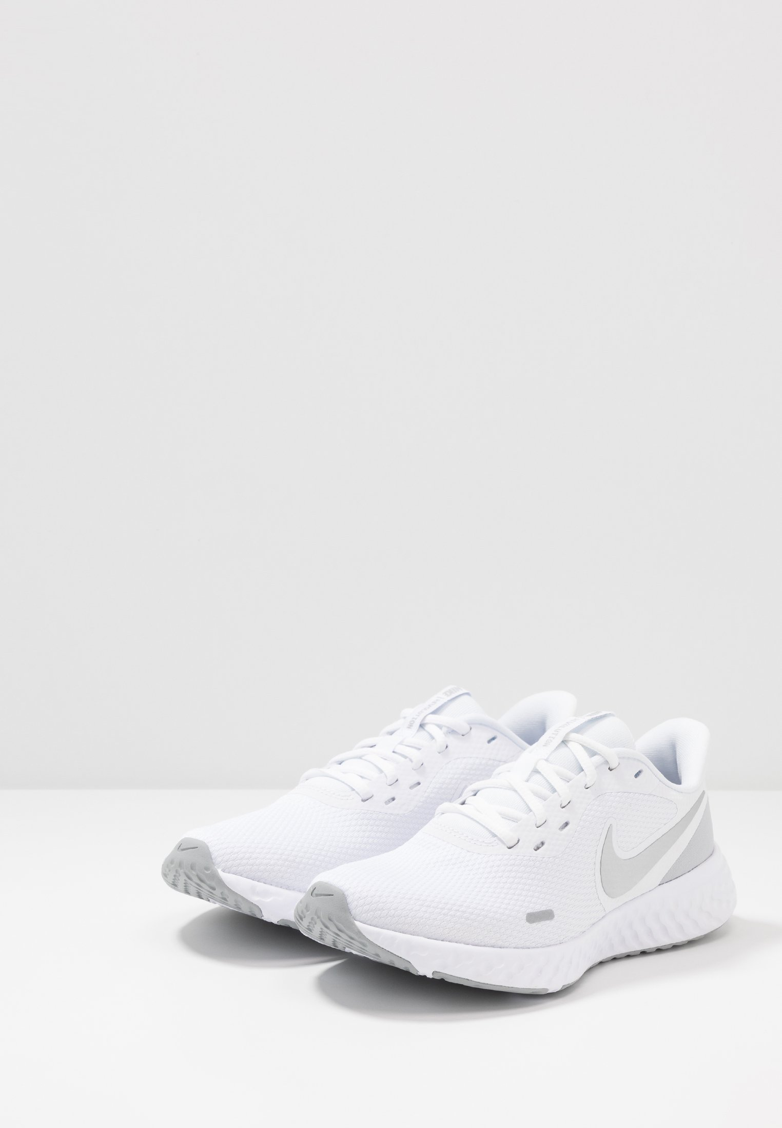 Nike Performance REVOLUTION 5 - Obuwie do biegania treningowe - white/wolf grey/pure platinum