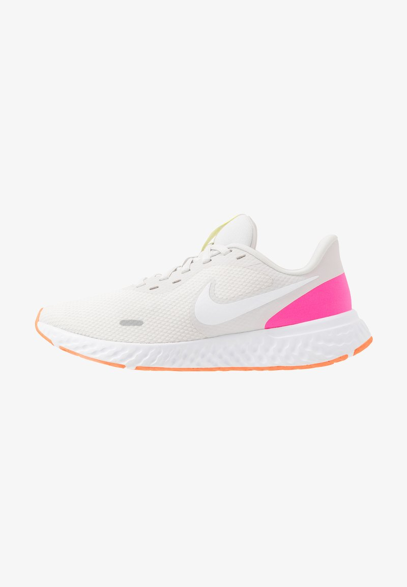 Nike Performance - REVOLUTION 5 - Obuwie do biegania treningowe - platinum tint/white/pink blast/total orange/lemon