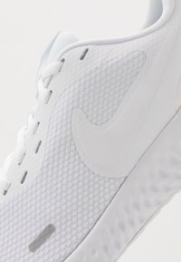 Nike Performance - Obuwie do biegania treningowe - white - 5