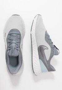 Nike Performance - REVOLUTION 5 - Obuwie do biegania treningowe - wolf grey/metallic cool grey/cool grey - 1