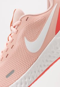 Nike Performance - Chaussures de running neutres - washed coral/summit white/magic ember - 5