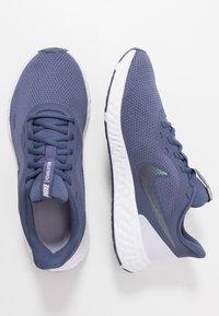 Nike Performance - REVOLUTION 5 - Obuwie do biegania treningowe - sanded purple/dark grey/amethyst tint - 1