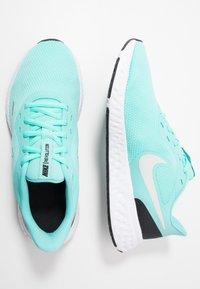 Nike Performance - REVOLUTION 5 - Obuwie do biegania treningowe - aurora green/platinum tint/black - 1