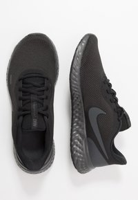 Nike Performance - REVOLUTION 5 - Neutral running shoes - black/anthracite - 1