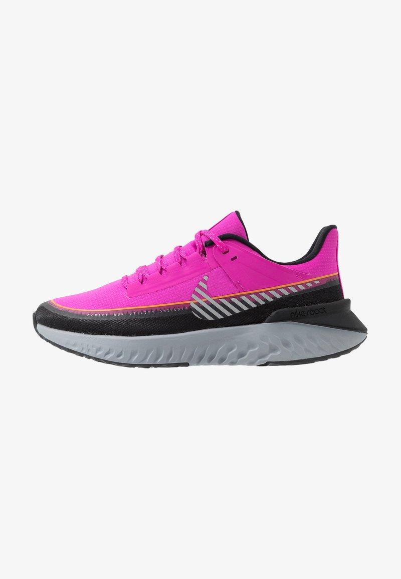 Nike Performance - LEGEND REACT SHIELD - Obuwie do biegania treningowe - fire pink/metallic silver/black
