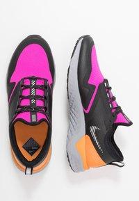 Nike Performance - ODYSSEY REACT  SHIELD - Juoksukenkä/neutraalit - fire pink/metallic silver/black - 1