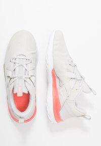 Nike Performance - RENEW ARENA - Neutrální běžecké boty - vast grey/summit white/lava glow - 1