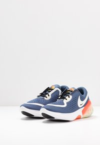 Nike Performance - JOYRIDE DUAL  - Obuwie do biegania treningowe - diffused blue/sail/hyper crimson/laser crimson/light zitron/white - 2