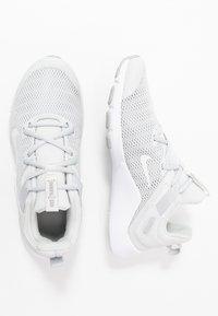 Nike Performance - LEGEND ESSENTIAL - Sportovní boty - photon dust/particle grey/light smoke grey - 1