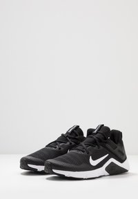 Nike Performance - LEGEND ESSENTIAL - Treningssko - black/white - 2