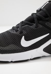 Nike Performance - LEGEND ESSENTIAL - Treningssko - black/white - 5