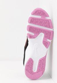 Nike Performance - LEGEND ESSENTIAL - Sportovní boty - black/flash crimson/beyond pink - 4
