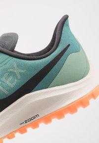 Nike Performance - ZOOM PEGASUS 36 TRAIL GTX - Běžecké boty do terénu - bicoastal/off noir/silver pine - 6