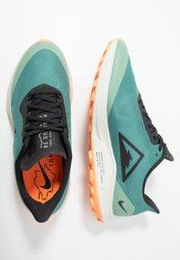 Nike Performance - ZOOM PEGASUS 36 TRAIL GTX - Běžecké boty do terénu - bicoastal/off noir/silver pine - 1