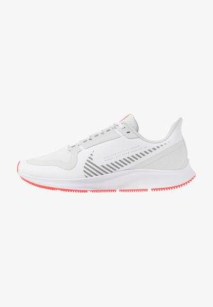 AIR ZOOM PEGASUS 36 SHIELD - Zapatillas de running neutras - white/photon dust/laser crimson