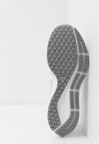 Nike Performance - AIR ZOOM PEGASUS 36 SHIELD - Zapatillas de running neutras - white/photon dust/laser crimson - 4