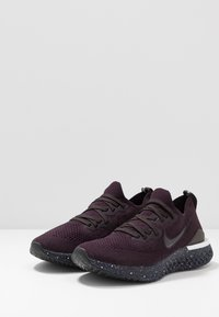 Nike Performance - EPIC REACT FLYKNIT 2 SE - Hardloopschoenen neutraal - burgundy ash/brown - 2