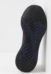 Nike Performance - EPIC REACT FLYKNIT 2 SE - Hardloopschoenen neutraal - burgundy ash/brown - 4