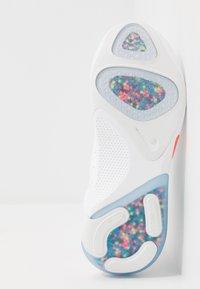 Nike Performance - JOYRIDE RUN - Neutrální běžecké boty - white/lava glow/platinum tint - 4