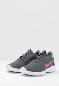 Nike Performance - FLEX EXPERIENCE RN  - Zapatillas de competición - iron grey/fire pink/smoke grey - 2